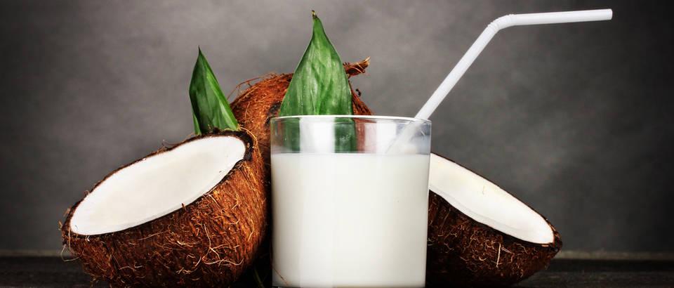 kokos, kokosovo mlijeko Shutterstock 91352558