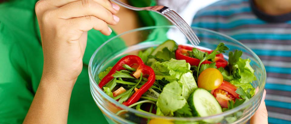 Svježe povrće hrana salata par shutterstock 120058477