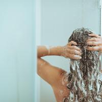 Kosa pranje kose shutterstock 128732438