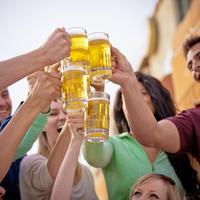 Pivo slavlje proslava mladi shutterstock 140725696