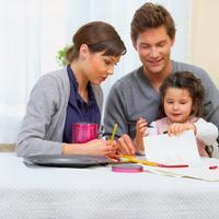 obitelj-dijete-igra-ucenje-mama-tata-par-veza