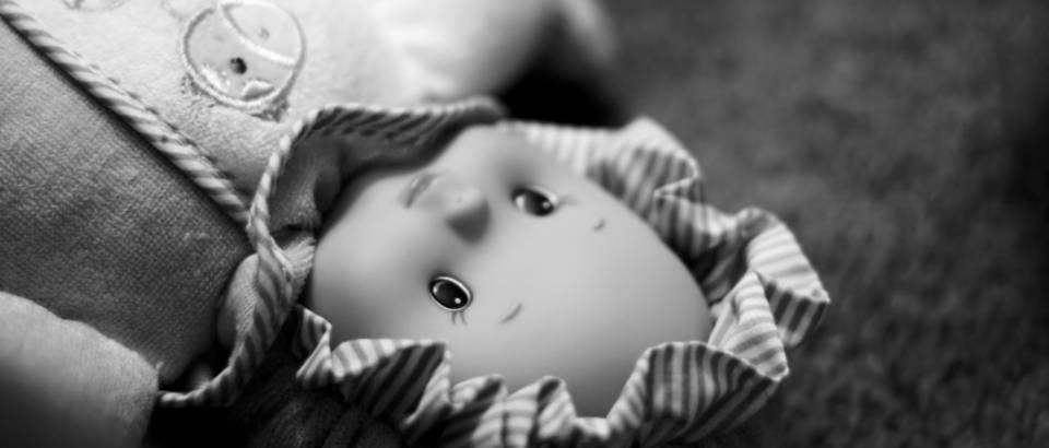 Pedofil, lutka