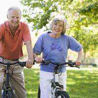 stariji par rekreacija biciklizam