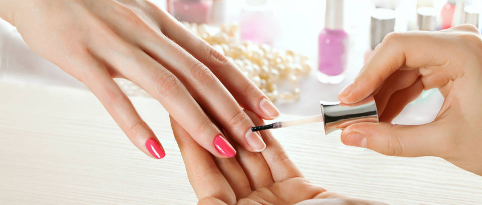 nokti, lak, Shutterstock 253511917