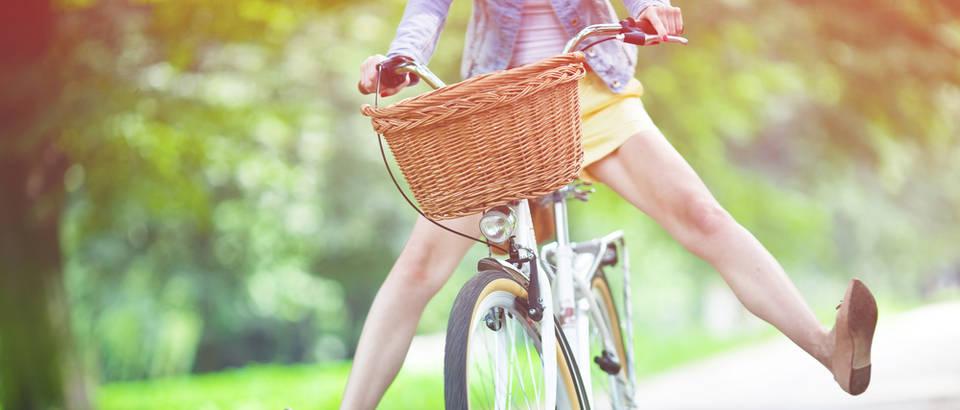 Bicikl vožnja proljeće žena sreća opuštanje shutterstock 112916848