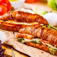 kroasani, zapečeni, doručak, šunka, sir