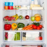 Hladnjak hrana hladno shutterstock 182871056