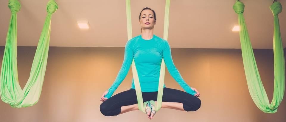 yoga, Shutterstock 212863276