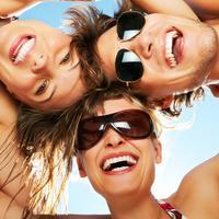 smijeh, smijanje, plaza, suncane naocale, sreca