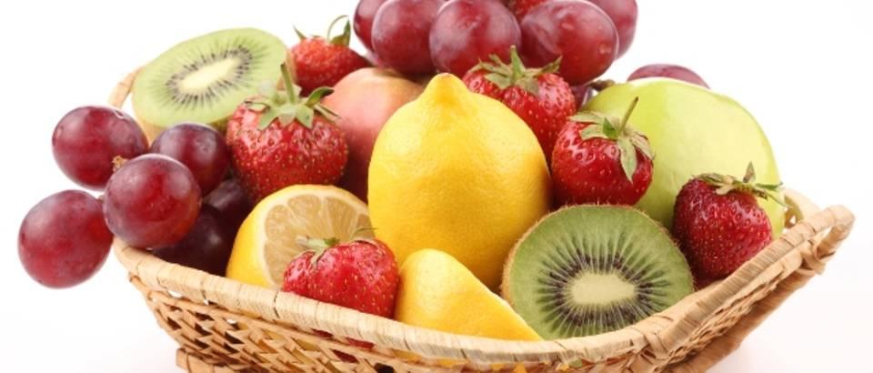 voce, kivi, grozde, jagode, limun, jabuka, vocna salata