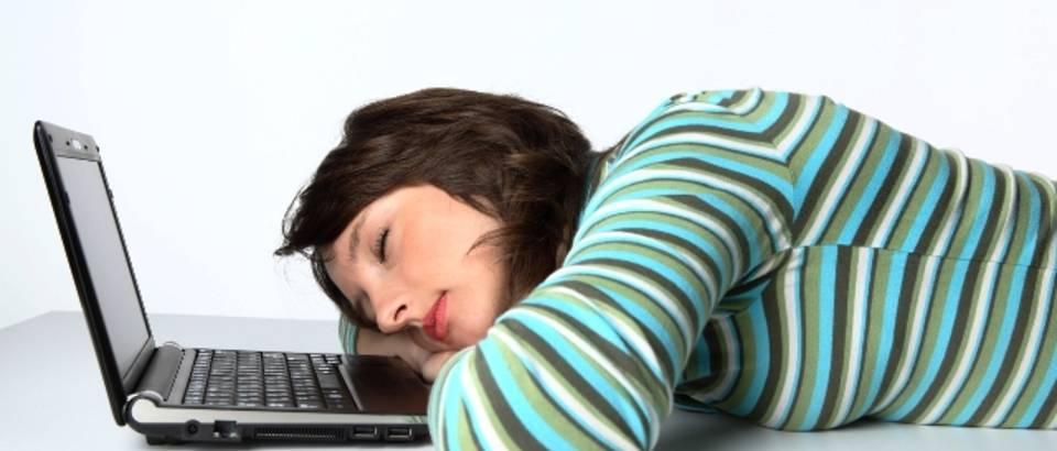 tinejdzerica, kompjuter, laptop