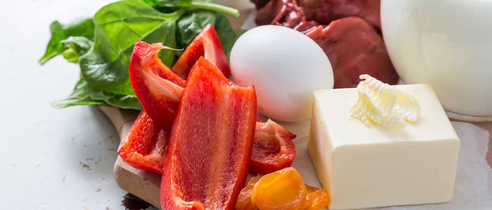 Vitamin A paprika jaje mlijeko maslac proteini shutterstock 377813887