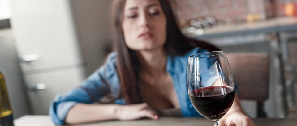 alkohol, Shutterstock 1054183433