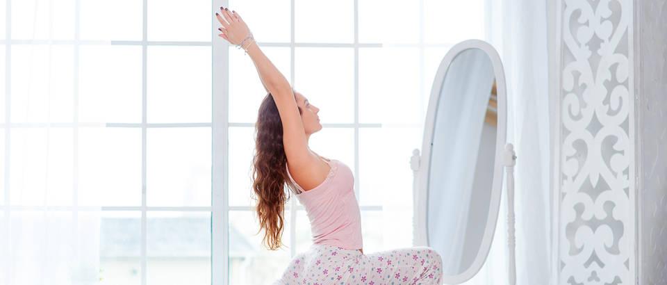 jutro, ogledalo, vjezba, joga,Shutterstock