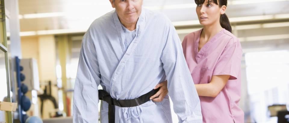 pacijent-bolnica-bolest-udar-lijecnih-rehabilitacija