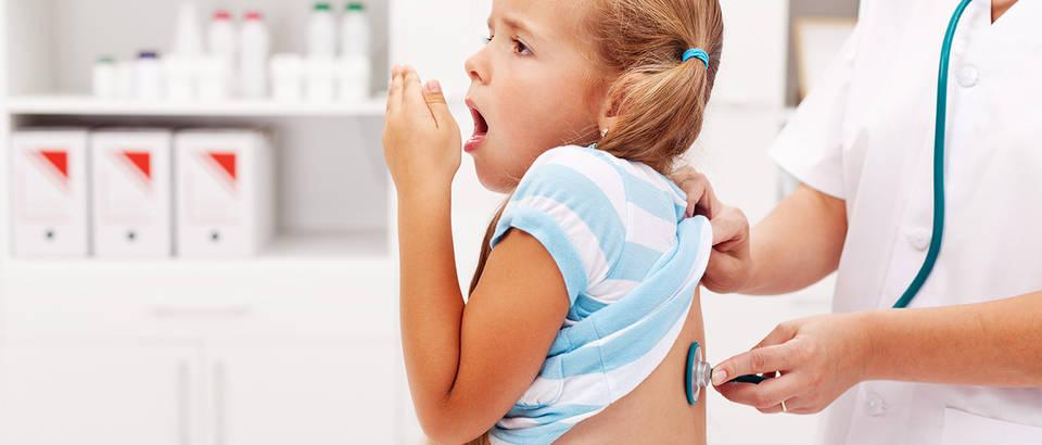 Kašalj, pregled, doktor, dijete, pluća, Shutterstock 115186060
