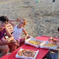 Pizza plaža djeca ljeto