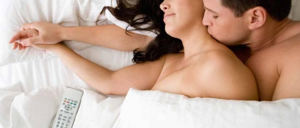 par-krevet-seks-ljubav6
