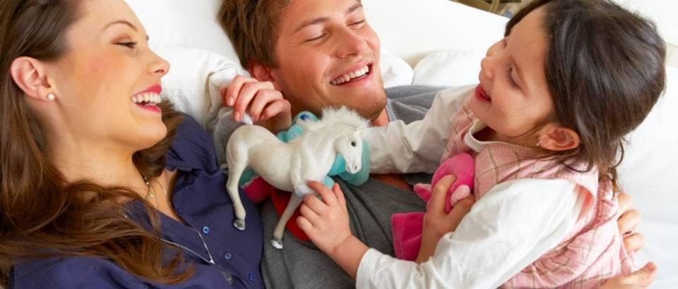 dijete-obitelj-igra-sreca-1