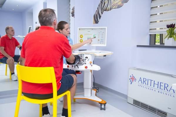 12 ARITHERA Rehabilitacija prstiju i sake Robotski uredaj AMADEO