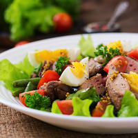 Salata jaja meso povrce shutterstock 375292570