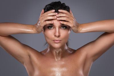 5 prirodnih pripravaka koji će vas riješiti masne kose
