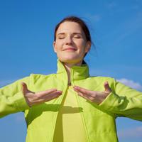Disanje zrak sunce svjetlost žena priroda sreća shutterstock 57062158