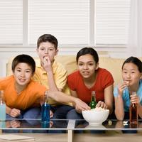 dijete-tinejdzeri-tv-junk-food-prijatelji