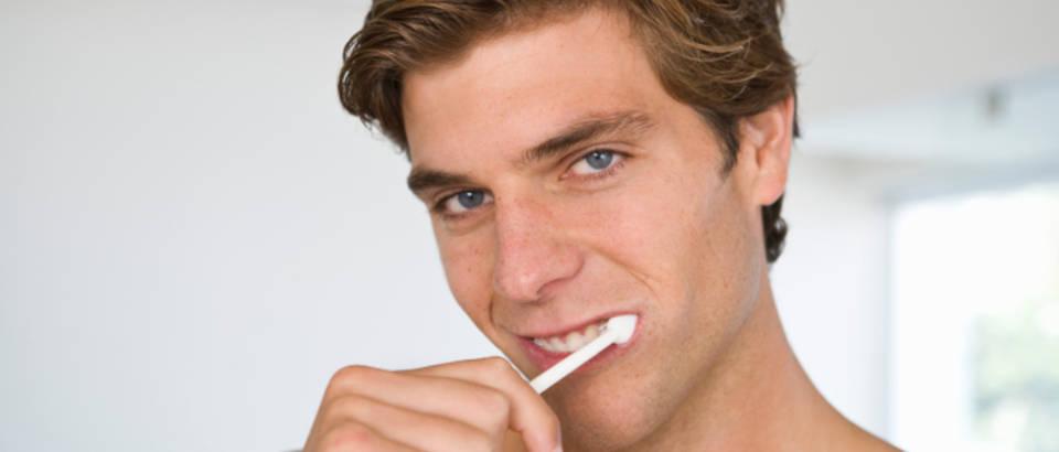muskarac, zubi, kupaonice, cetkanje zubi