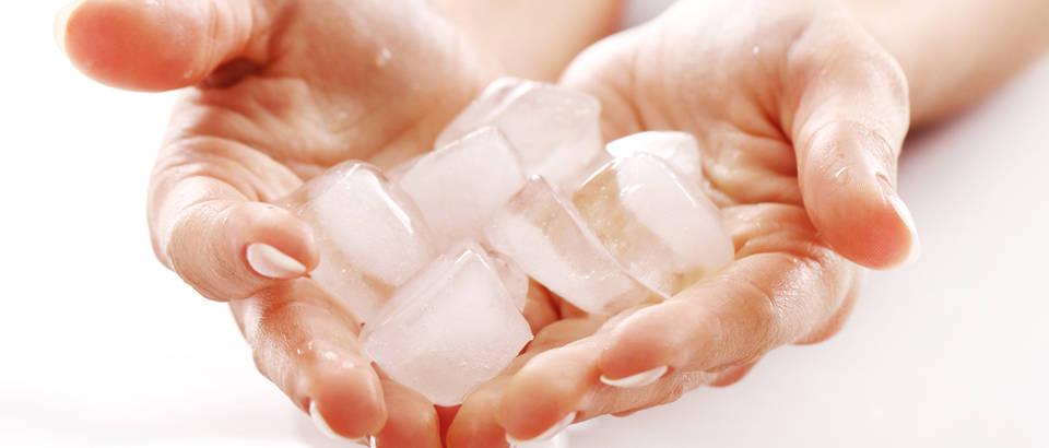 Led ruke hladnoca svjezina shutterstock 86318779